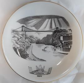 Wedgwood side plate showing Laurence Whistler's depiction of Clifton Suspension Bridge as part of...