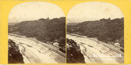 Stereoview of the Avon Gorge showing Hotwells Baths and the New Inn